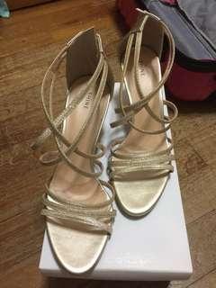 BRAND NEW!! Gold heels