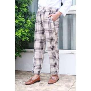 Celana tartan (tartan pants)