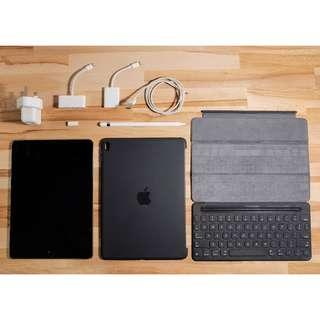 USED: iPad Pro 9.7 128GB (WiFi + LTE) + Apple Smart Keyboard + Original Apple Silicon Case + Apple Pencil + Adaptors