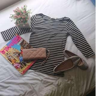 FOREVER 21 - Plain or Printed Black and White Stripes Fit Top or Sexy Classy Elegant Sossy Stretchable Blouse ( can be for smart casual / inner office work wear / evening or night attire / summer or winter style )