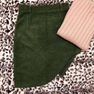 🚚 秋冬感 不規則毛呢短裙/墨綠色