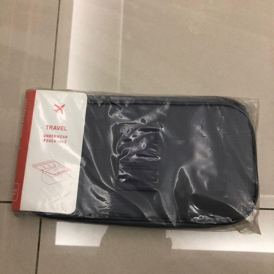 旅行袋。盥洗包