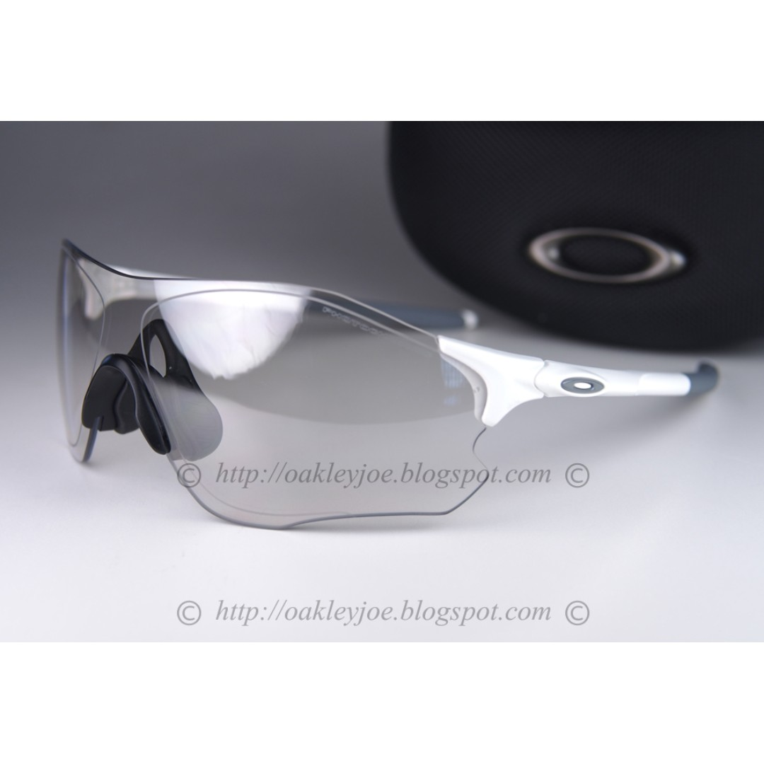 ee25aa9aab65f BNIB Oakley EV Zero Path matte white photochromic OO9313-06 sunglass  shades