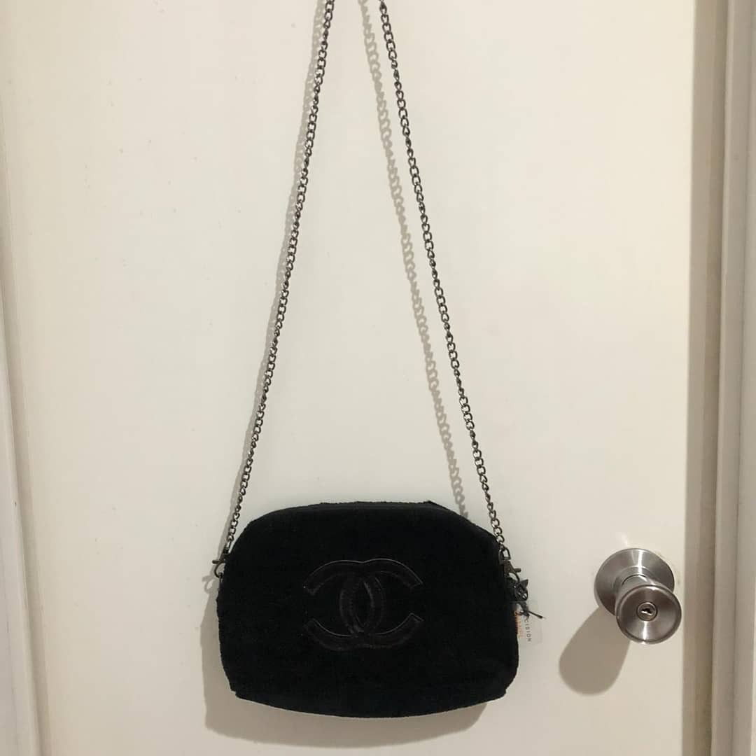 ad6cfb2233b0 Tas Chanel VIP gift, Luxury, Bags & Wallets on Carousell
