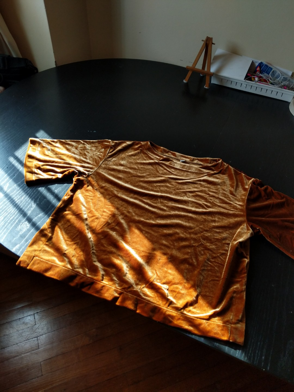 da565c62851 Uniqlo burnt orange velvet crop top, Women's Fashion, Clothes, Tops ...