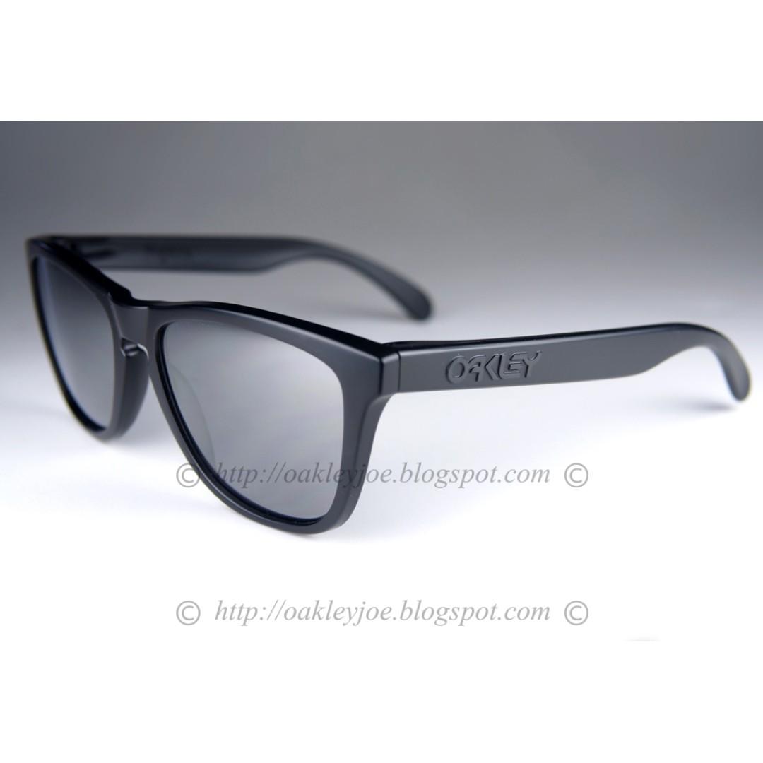 bf77bdfc28 Xmas Sale! BNIB Oakley Frogskins Convert Collection matte + black ...