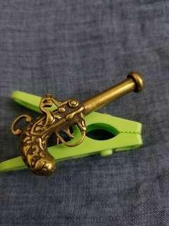 男人嘅浪漫銅手槍