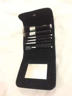 True Touch make up brush travel set