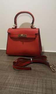 🚚 紅色手提包(附背帶)