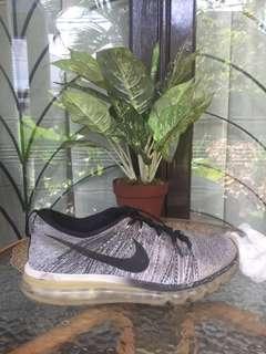 Nike Air Max Flyknit Oreo