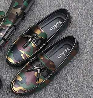 Camo style sneakee