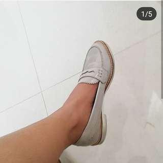 Sepatu slip on Zara preloved