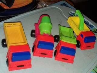 70年代港制膠車仔共4只。庫存老货。只限顺丰到付。車仔size 9(W)×3.5(D)×4.5(H)cm