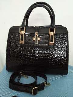 BN black mock/faux croc ladies sling hand bag
