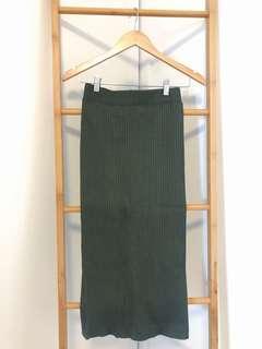 Navy green knited skirt