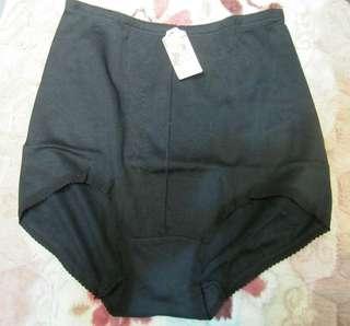 🚚 Pulomei普洛美收腹束腰內褲XL(黑色)