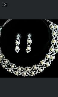 Jewellery set necklaces with earring.