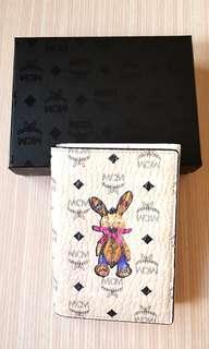 🚚 ♡Happy  New Year好物首選  MCM兔兔護照夾♡很Q喔~