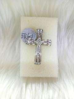 Cross pendant with dia