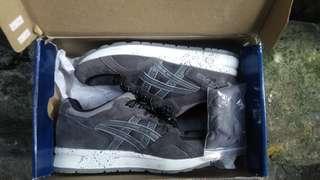 Sepatu asics gel
