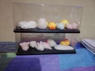 15 squishy toys + 2 case