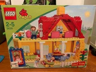 Duplo house and family