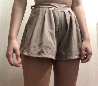 🚚 Beige Pants