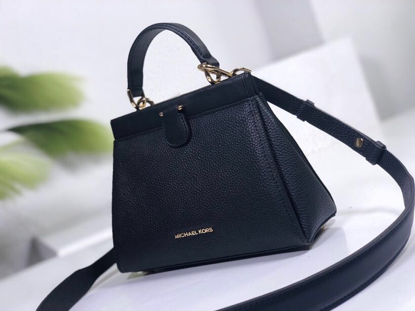 d07f187dbbdf AUTHENTIC MICHAEL KORS GRAMERCY, Women's Fashion, Bags & Wallets on  Carousell