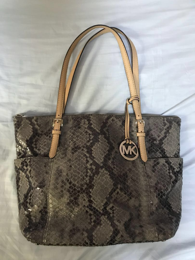 992dd312662131 REPRICED Michael Kors tote bag, Women's Fashion, Bags & Wallets on ...