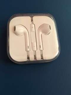 BNIB Apple Earpods with mic and remote