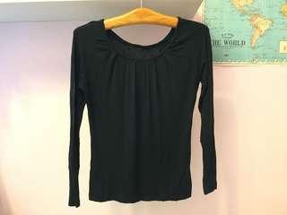 基本外穿 黑色長袖上衣 親膚材質上衣 領口微抓皺設計 也可內搭