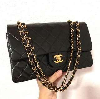 🚚 Chanel medium classic flap lambskin