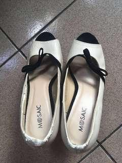 Mosaic pumps size 8