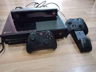 Xbox One (2 controllers, kinects, charging station,3games)