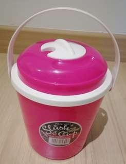 Huge slush cup container with handle
