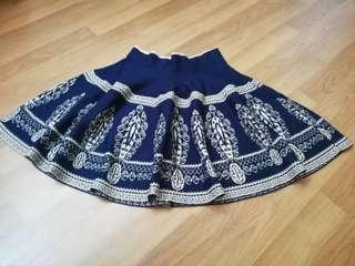 Flare motif design skirt