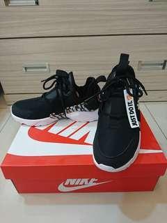 🚚 Nike 襪套武士鞋W AIR HUARACHE CITY LOW PRM