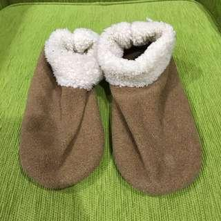 Feet warmers shoes