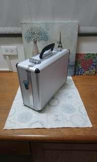 🚚 銀色手提箱