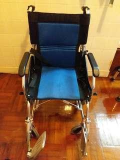 輕巧型可摺式輪椅