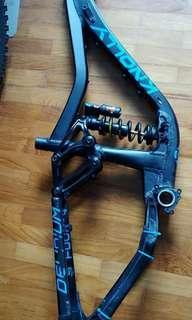 Knolly delirum frame (275)