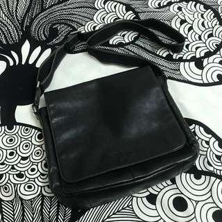 [SALE] Authentic COACH Charles Leather Small Messenger Bag (U.P. RM680)