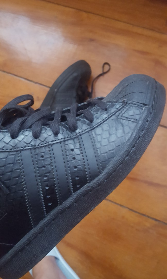 huge discount 98b27 7033c Adidas Superstar Up Wedge Triple Black Snake Skin, Women s Fashion, Shoes  on Carousell
