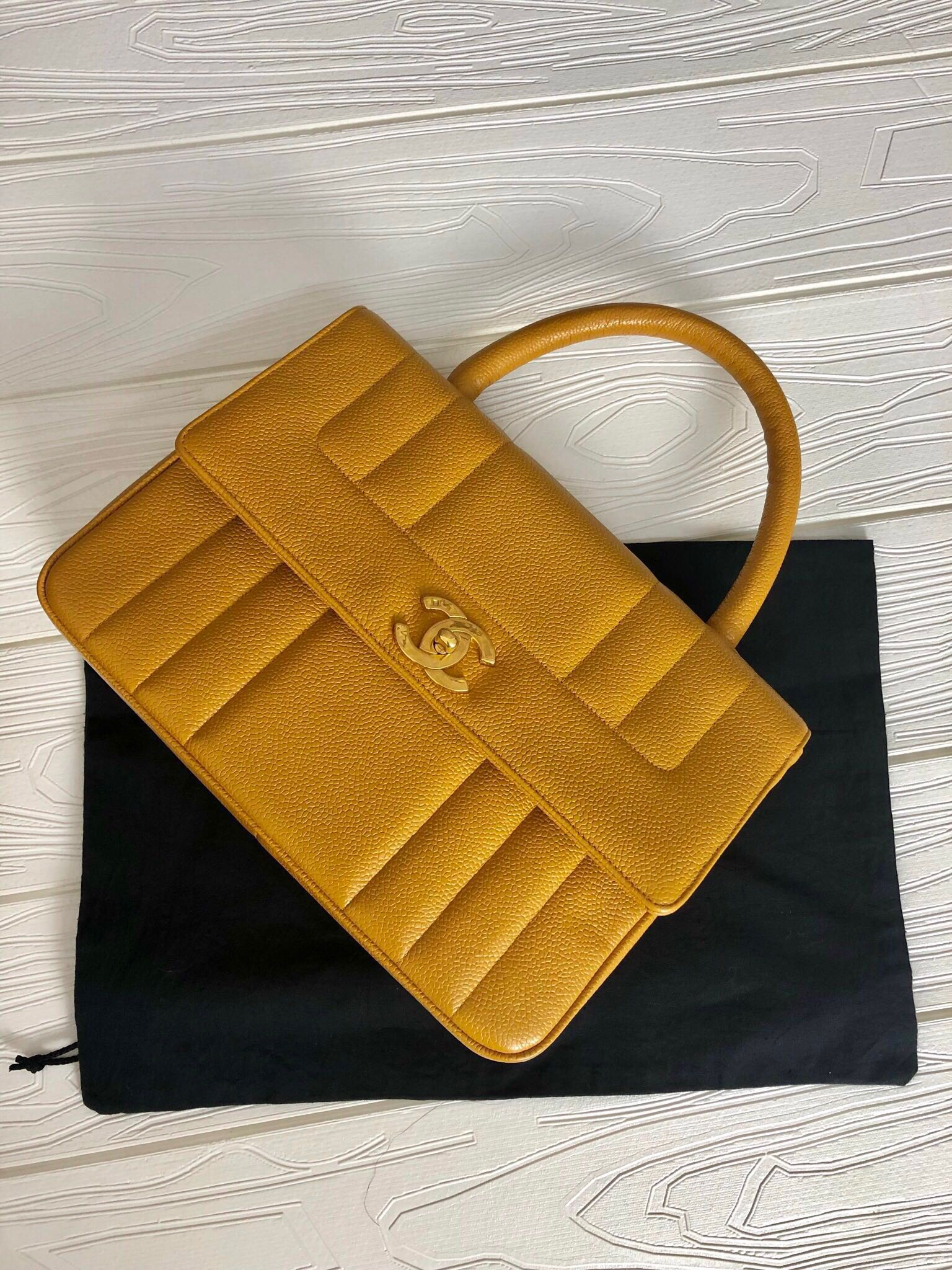 cd39afdf2e29 Authentic Chanel Kelly Caviar Medium, Luxury, Bags & Wallets ...