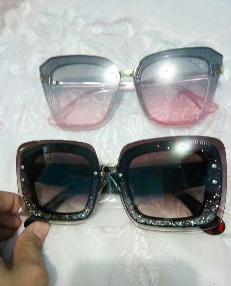 Kacamata brand terkenal mirip ori kualitas premium punya blink2 ada merk  dior miumiu lv dikacamata harga murmer masing2 140rb nett sudah include  kotak+lap ... c2643804e6