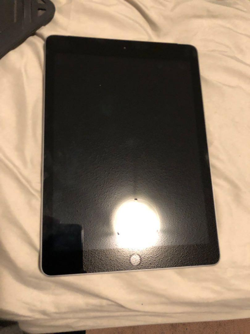 New iphad 32 gb with a case never use  contac me at 2043333412