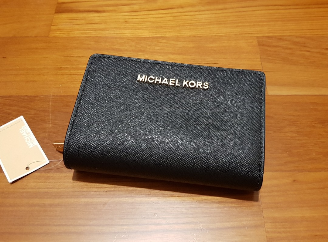 57bcf96ab847 NWT Michael Kors Jet Set Travel Black Leather Bifold Zip Coin Wallet ...