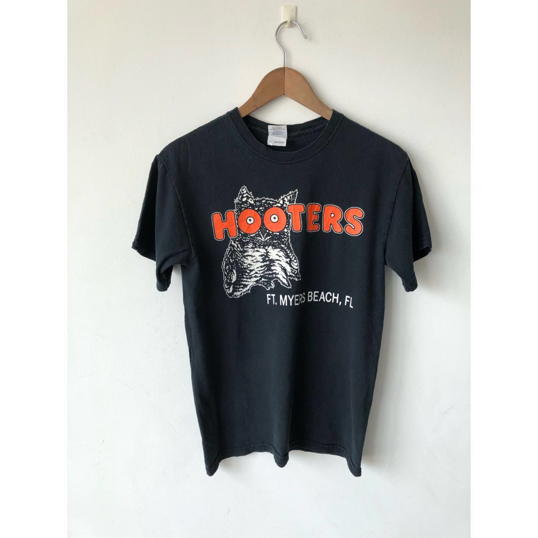 bf03f6ba5 Vintage Hooters Owl Size S Tee T-Shirt, Men's Fashion, Clothes, Tops ...