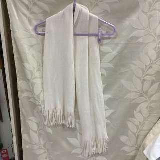 白色保暖圍巾