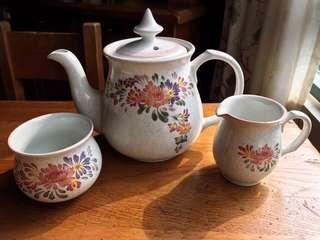 🚚 英國製Denby Summer Fields陶瓷花卉茶壺/奶盅/糖碗三件式組合